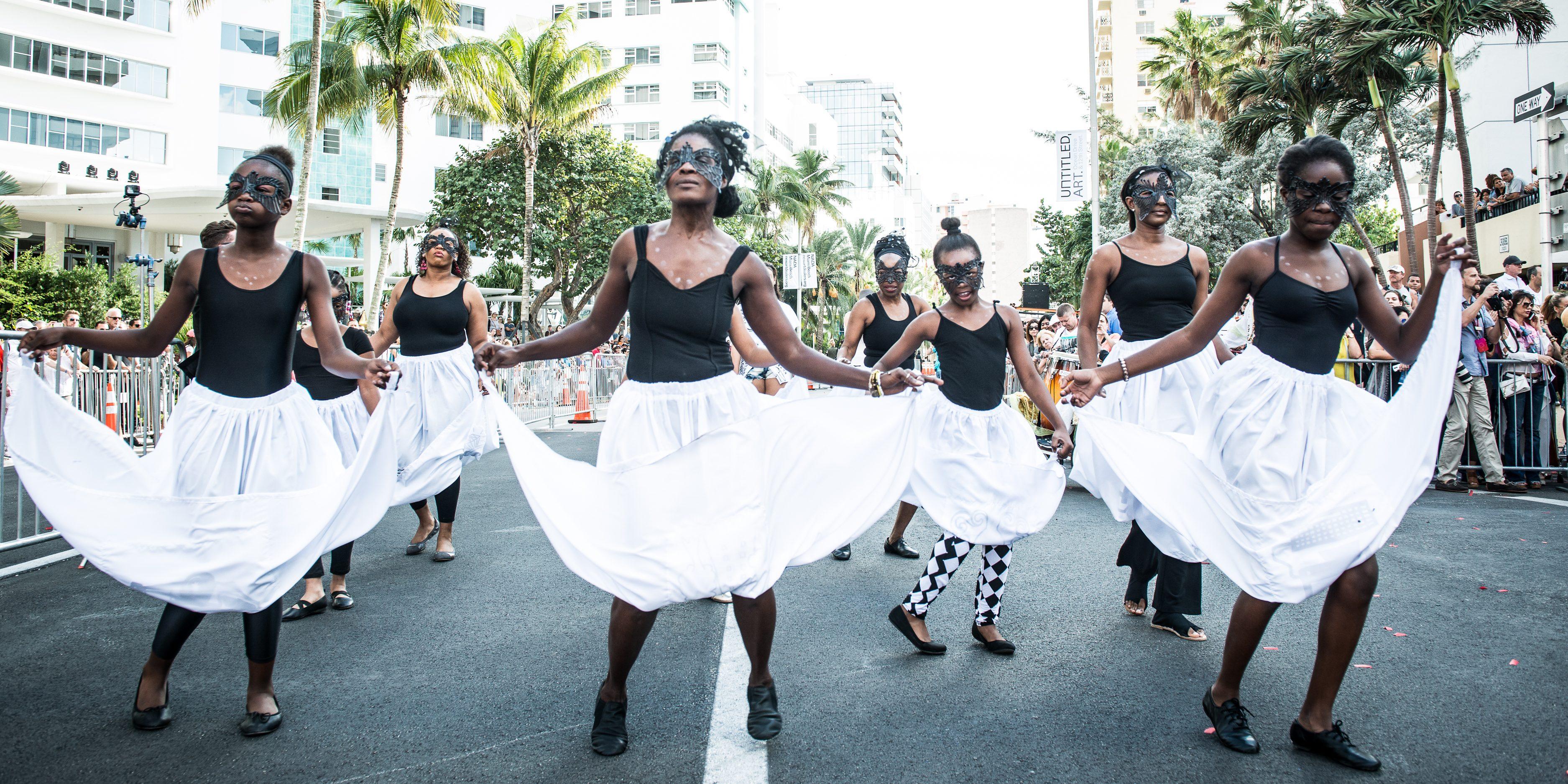 Carnival Arts, Siren Song. Photo Jorge Miño, courtesy Faena Art