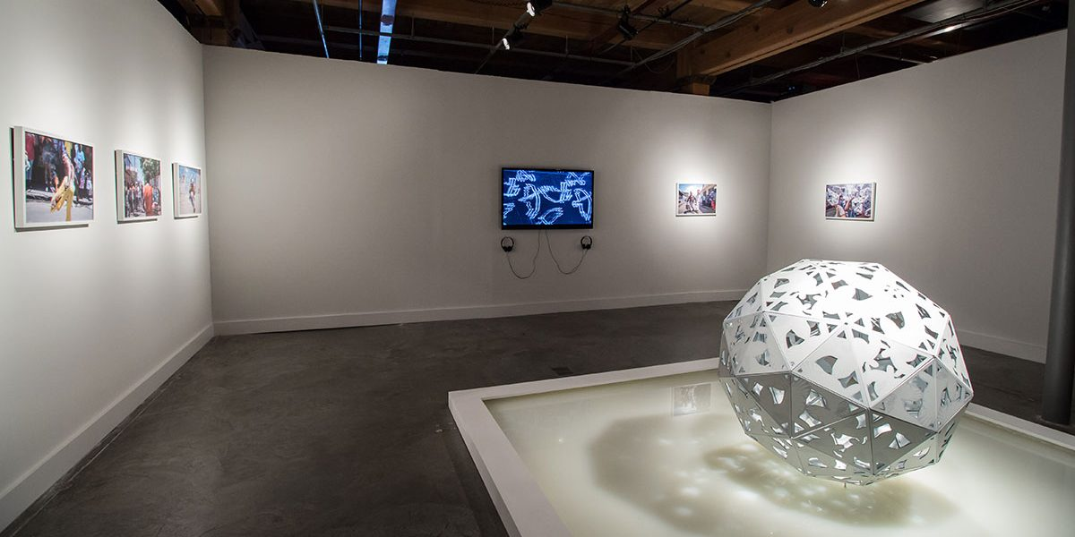 harles Campbell, Actor Boy: Fractal Engagement (2014) in EN MAS' at CAC, 2015. Photo Sarrah Danziger