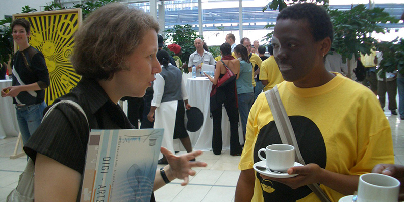 Ruth Noak and Gabi Ngcobo, Sessions eKAPA, Mzantsi: (Re) Locating Contemporary African Art, Cape Town Convention Center, December 6, 2005. Photo CT