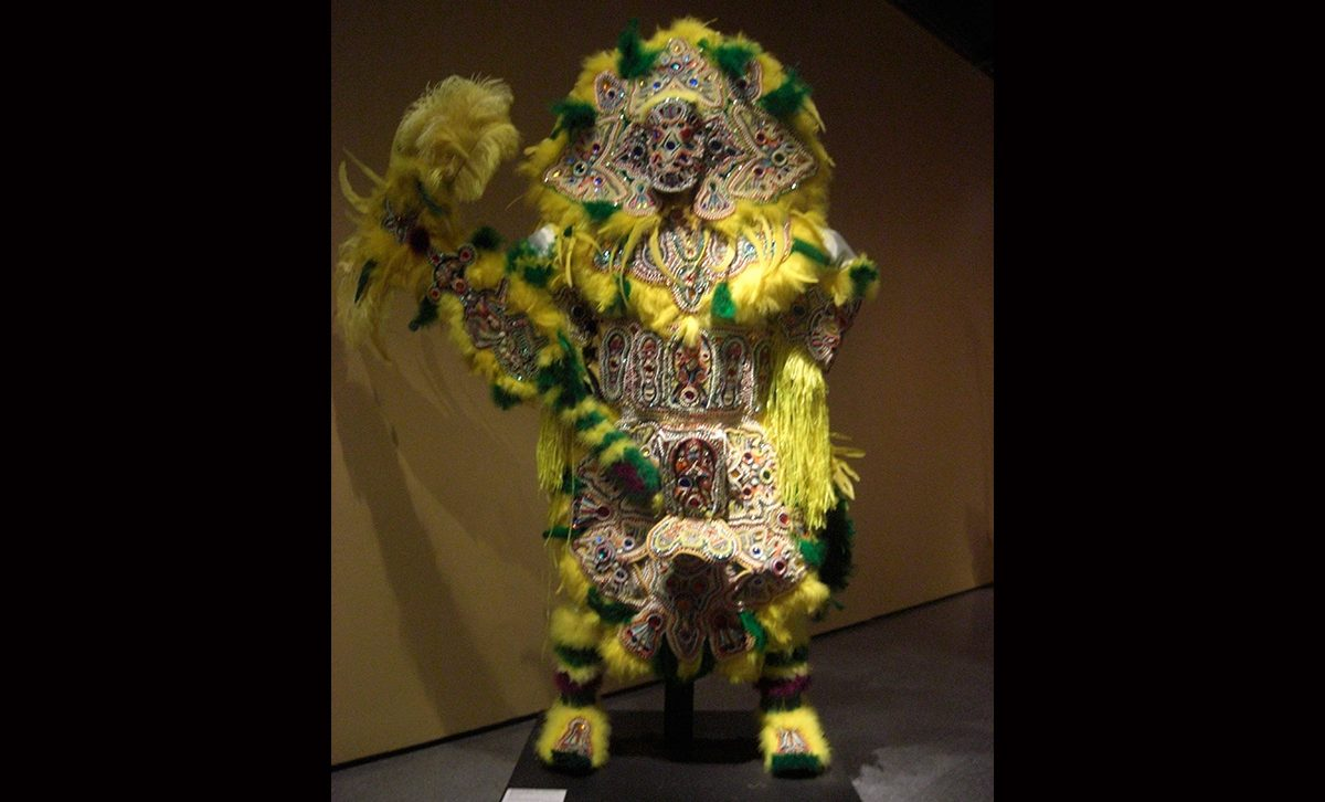 Victor Harris & Fi-Yi-Yi, Chief Suit and Monkey Stick (Yellow), 1998. Collection Victor Harris, Courtesy Victor Harris and the Backstreet Cultural Museum. Photo Claire Tancons