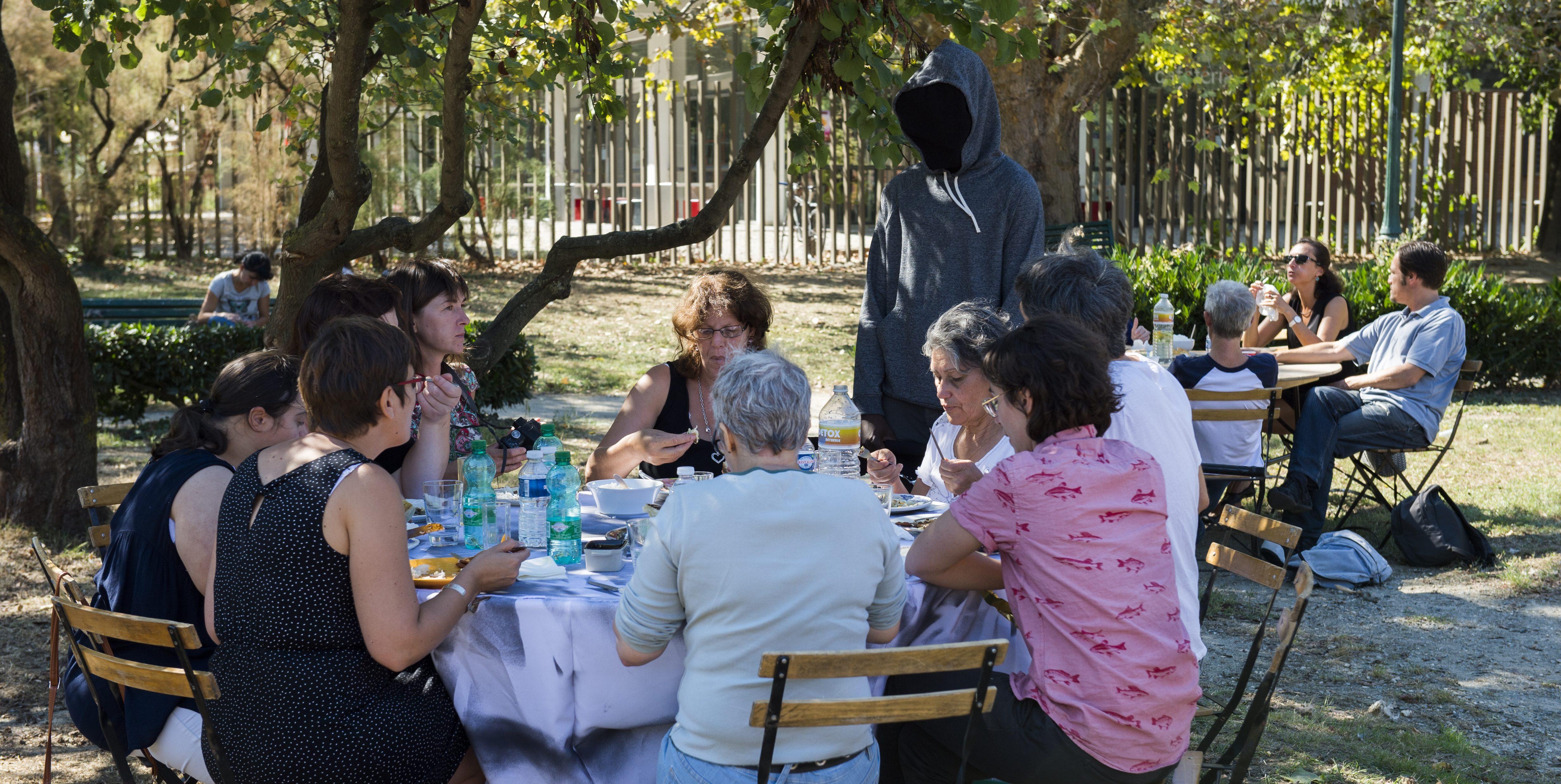 etcetera: un rituel public. repas-performance harmonisé. Photo ®franckalix