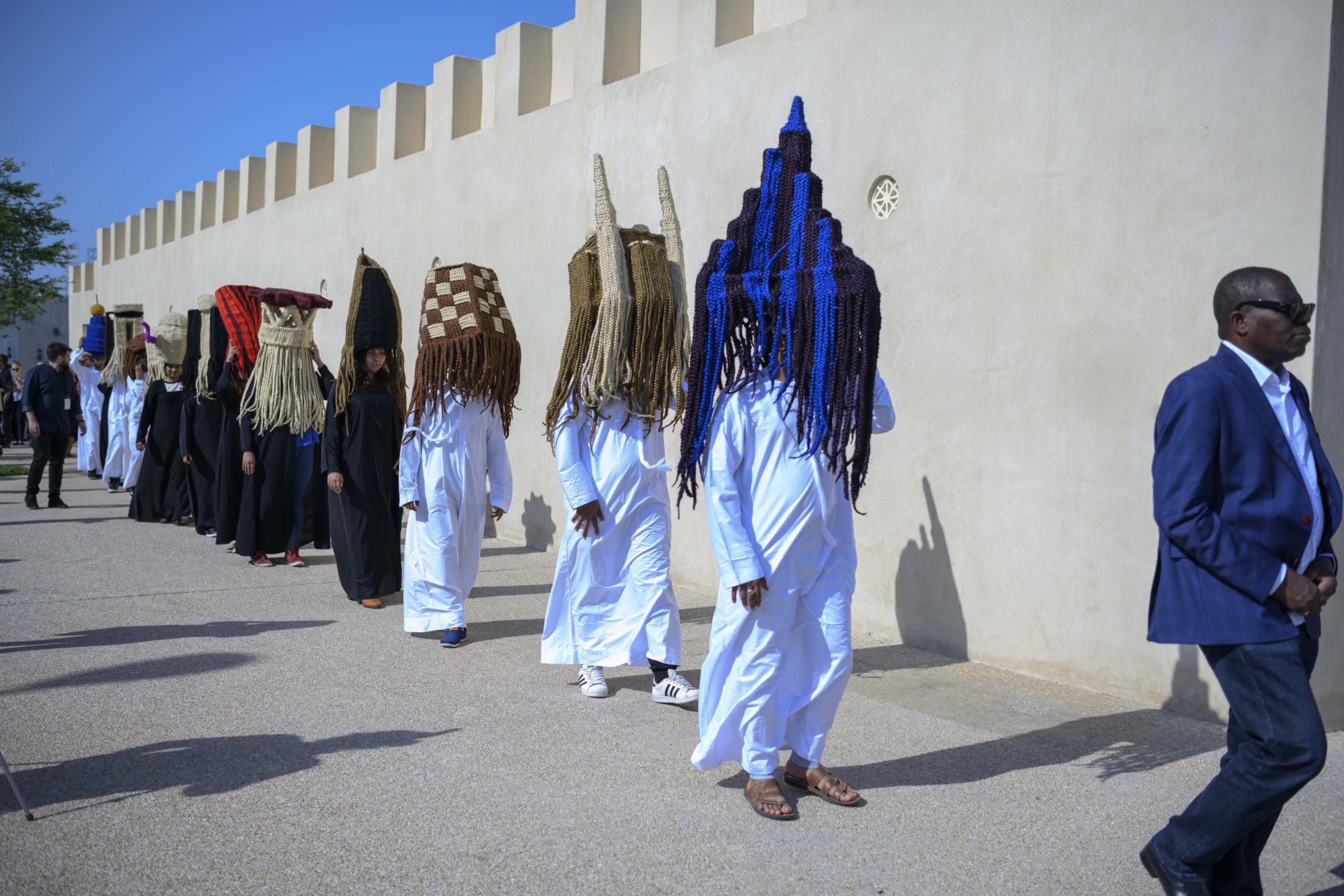 Meschac Gaba, Perruques Architecture Émirats Arabes Unis performance, March 9, 2019. Film Still Courtesy SAF